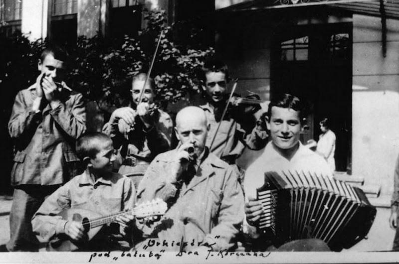 Korczak Orkiestra pod batuta